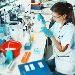 scientist-working-in-lab_cut-photo.ru-1-300x300